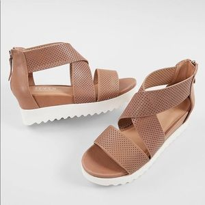 Steve Madden Natural Comfort Klein Leather Sandals